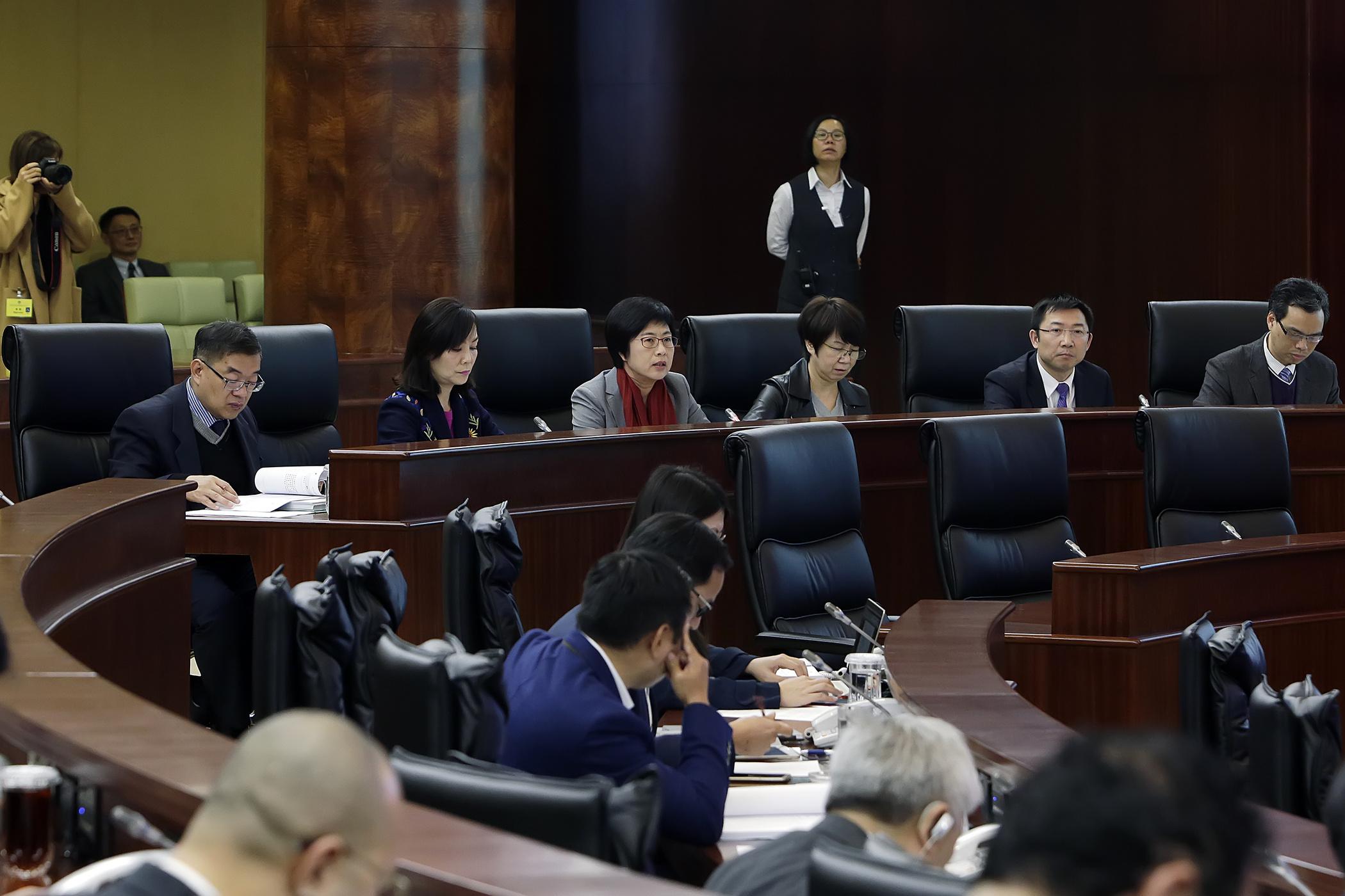 Lei de Terras | Secretária não reagiu a declaração do juiz Vasco Fong