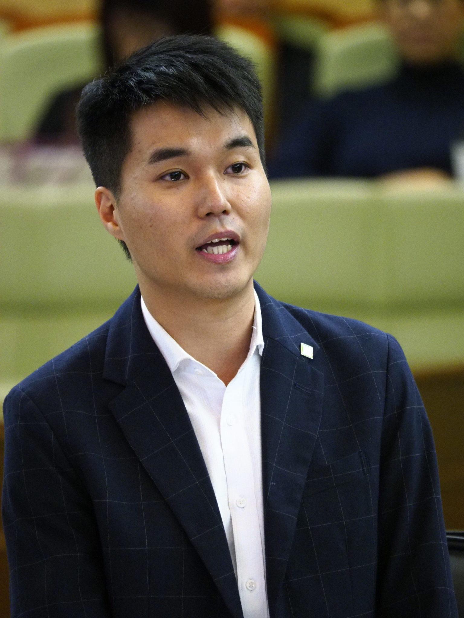 Sulu Sou junta-se ao protesto contra reconhecimento de cartas de condução