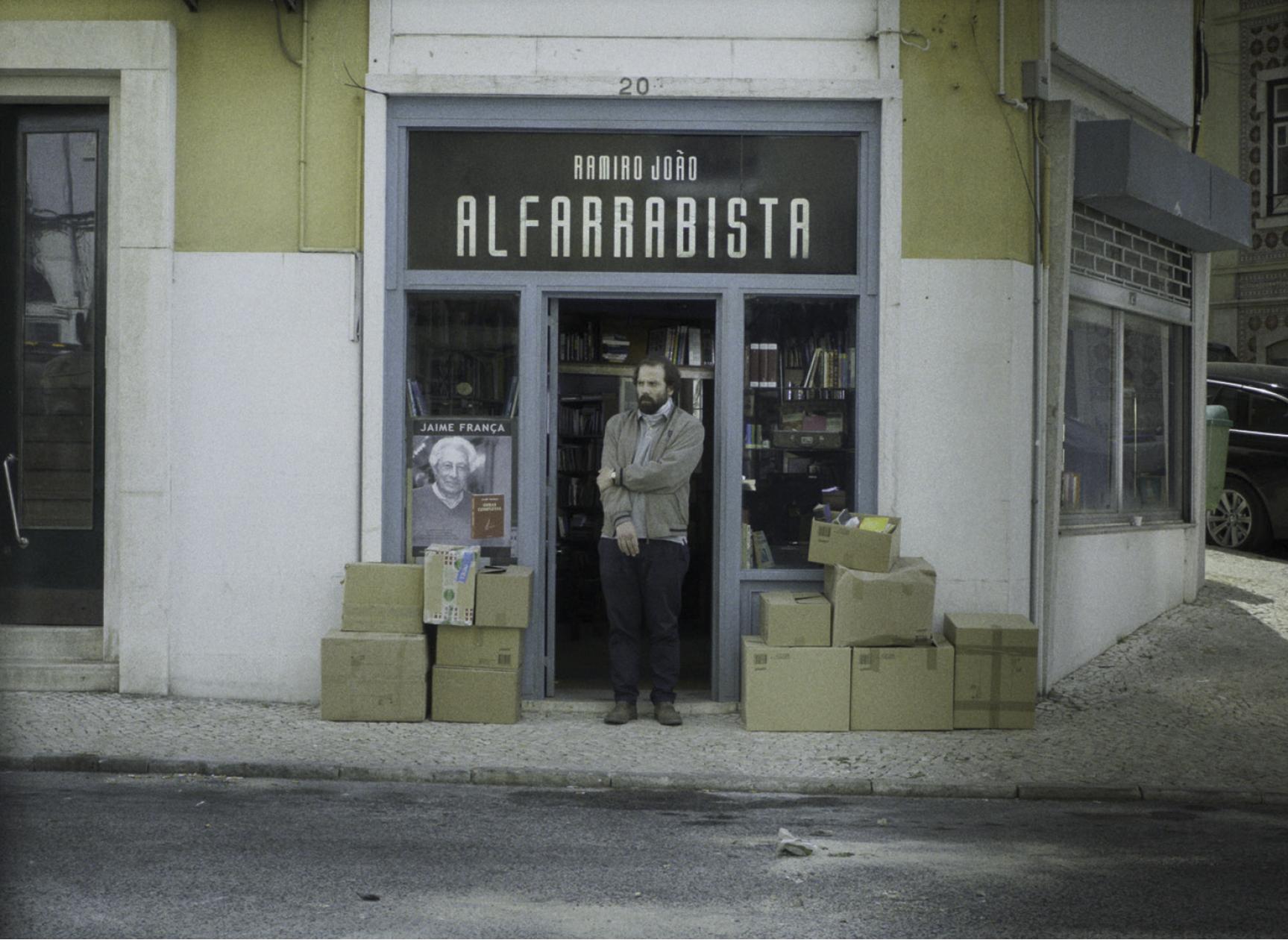 Um Mundo em Queda, ou a curiosa figura de Ramiro, o alfarrabista