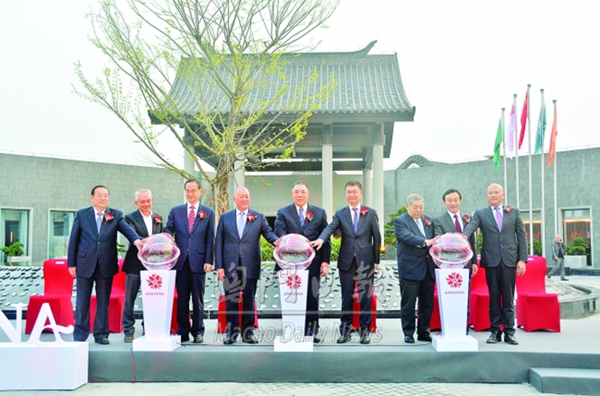 Zhuhai | Governantes presentes na abertura de hotel de Chan Meng Kam