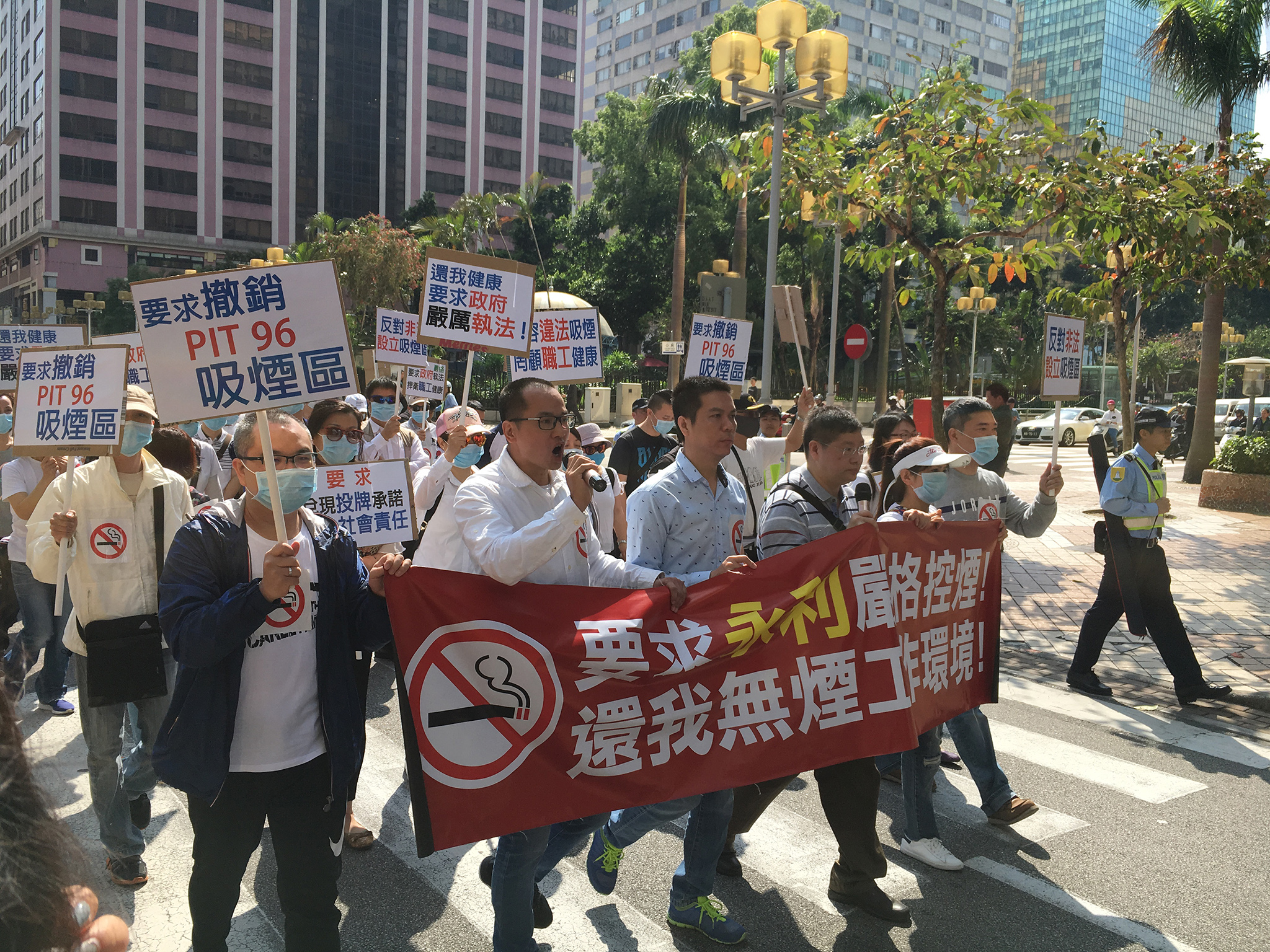 Manifestação |200 funcionários da Wynn protestam contra tolerância ao tabaco