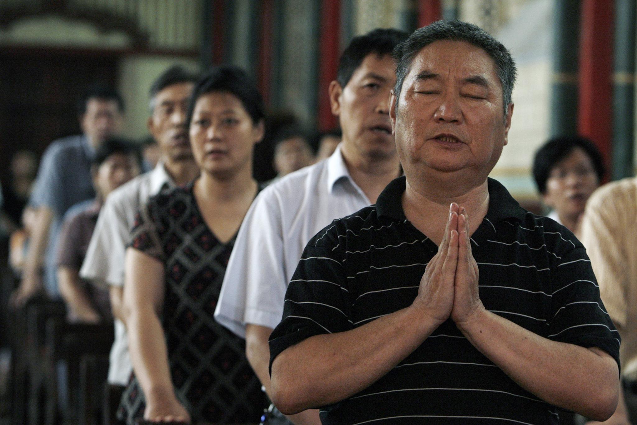 Cristãos chineses assumem clandestinamente a fé