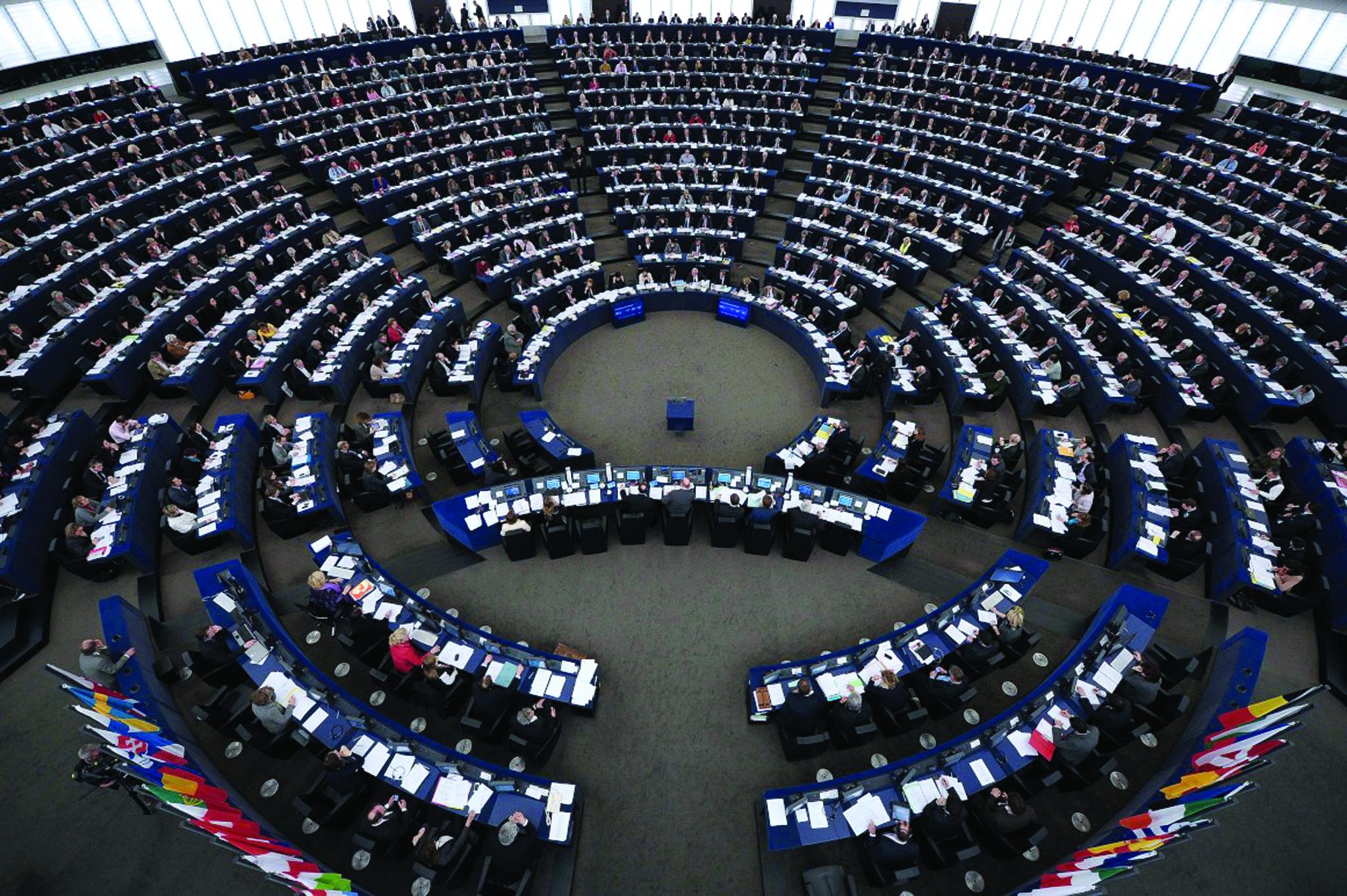 PE aprova regulamento sobre emissões de gases com efeito de estufa