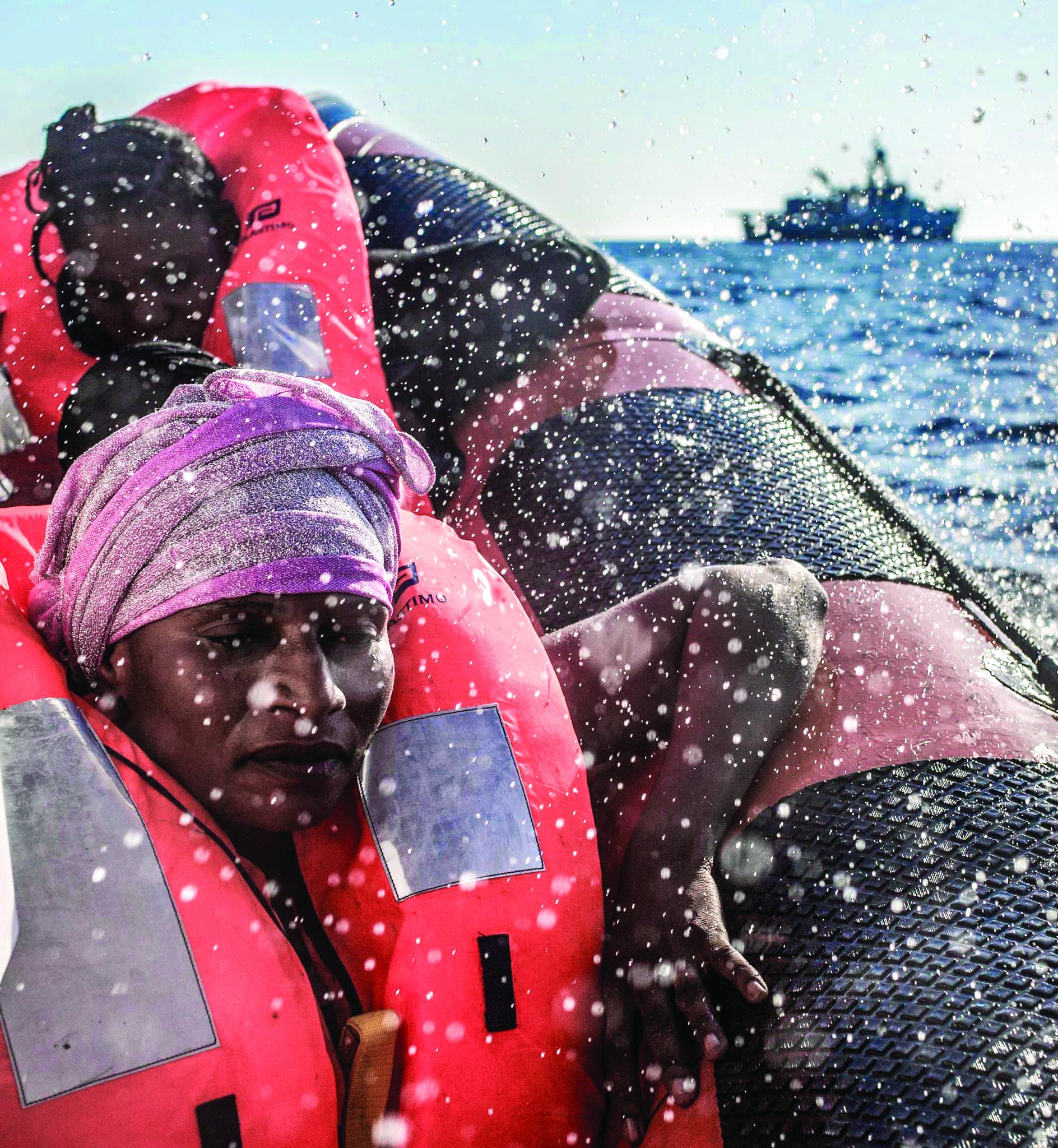 Cerca de mil imigrantes resgatados em 48 horas no Mediterrâneo