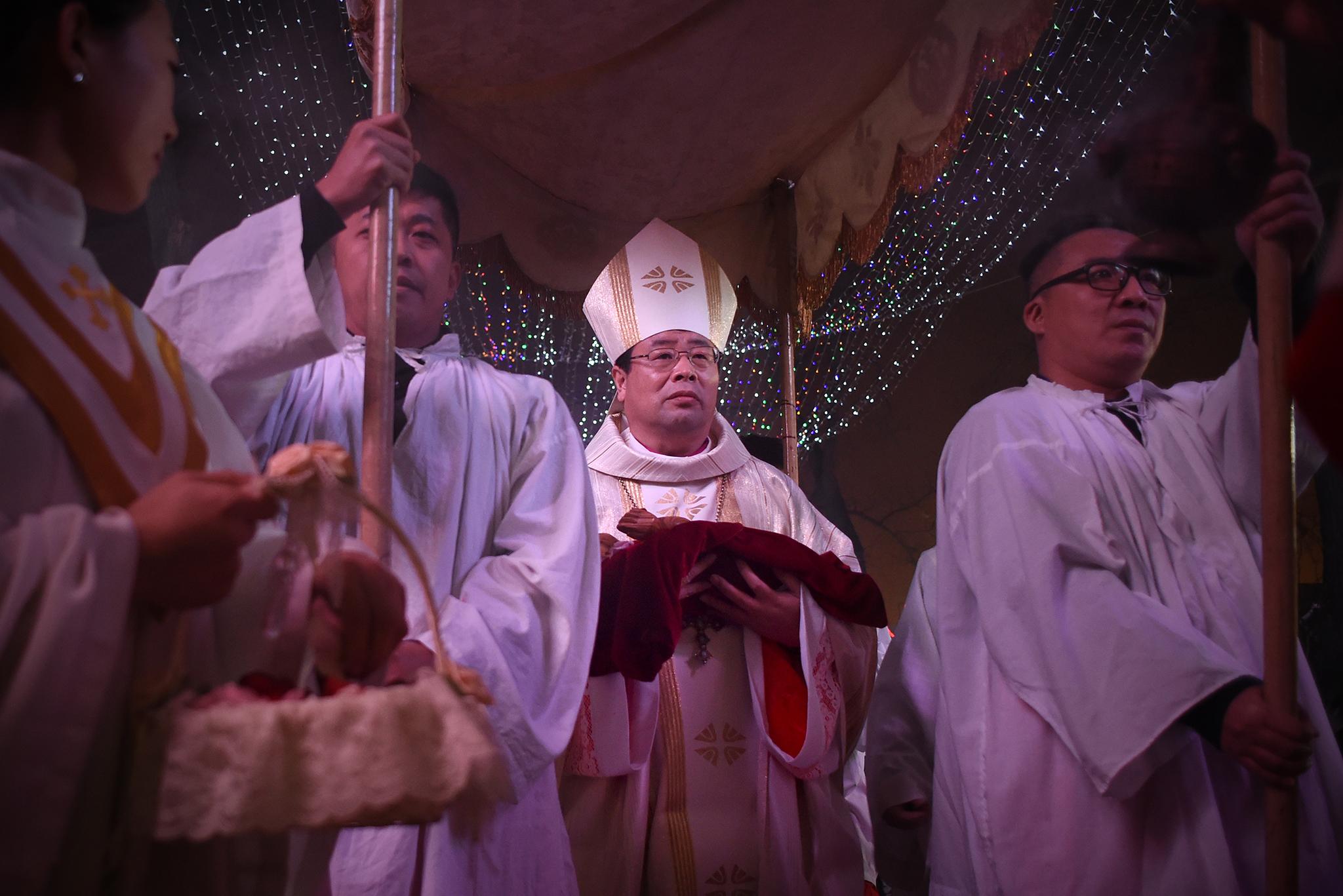 Fé   Pequim diz que limitar ordenação de clérigos não viola liberdade religiosa
