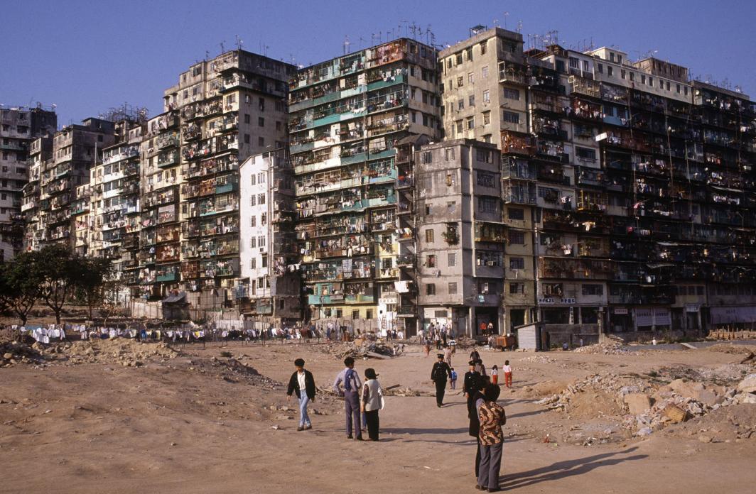 Efeméride   Há 25 anos, a cidade muralhada de Kowloon era demolida