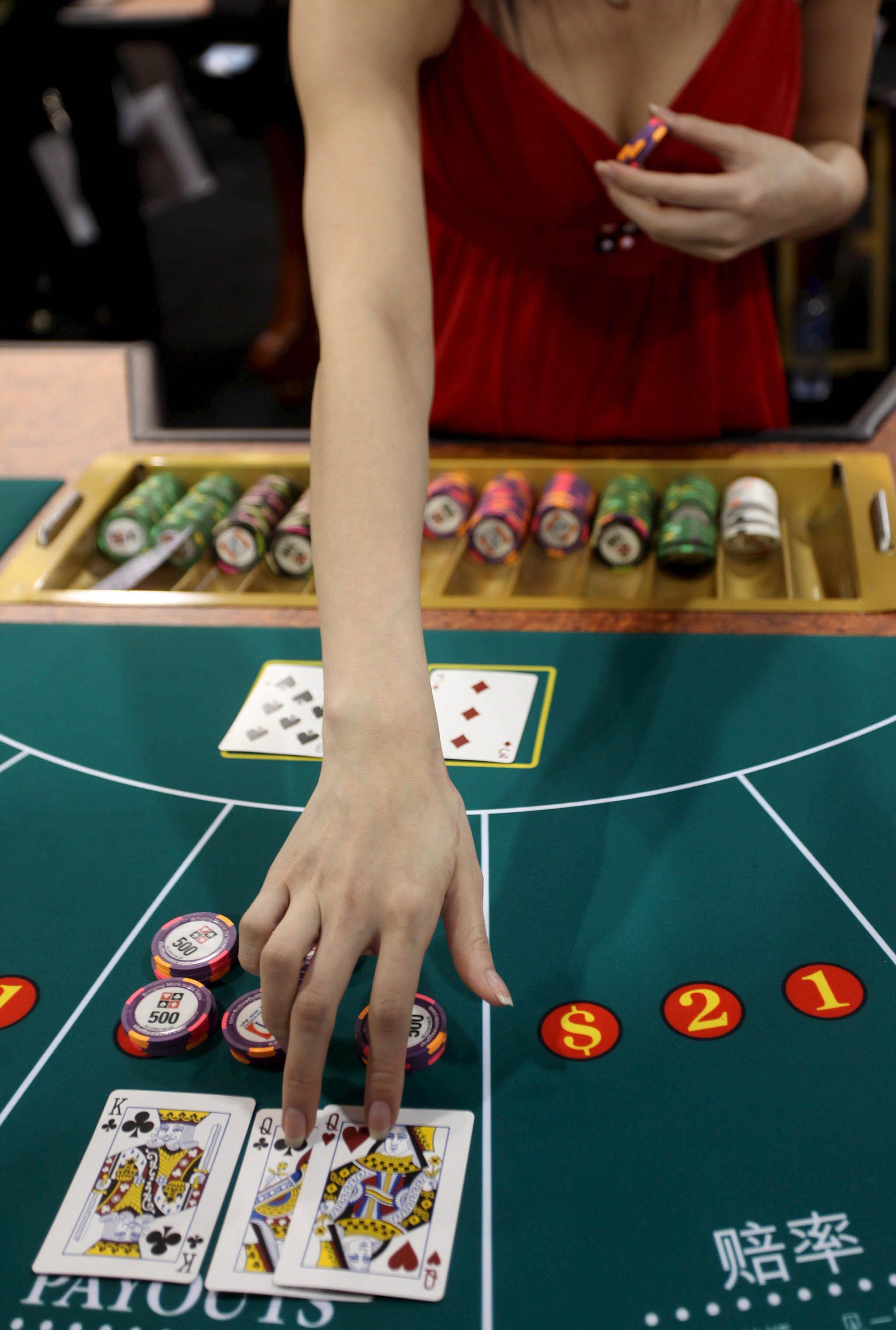 Casinos   Leong Sun Iok pede excepções à interdição de entrada de funcionários nas salas de jogo