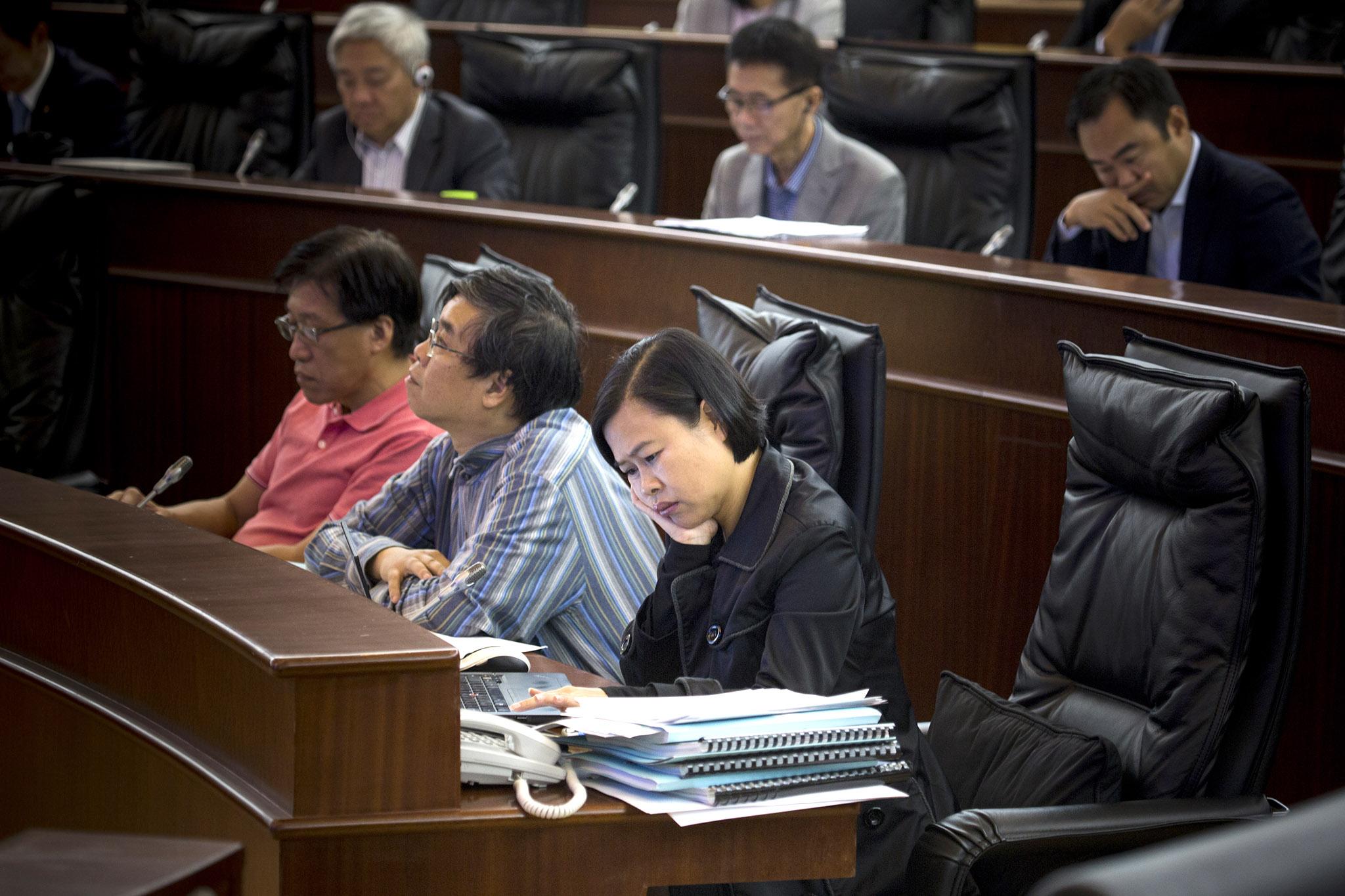 Fronteiras | Agnes Lam critica dualidade de critérios do Governo