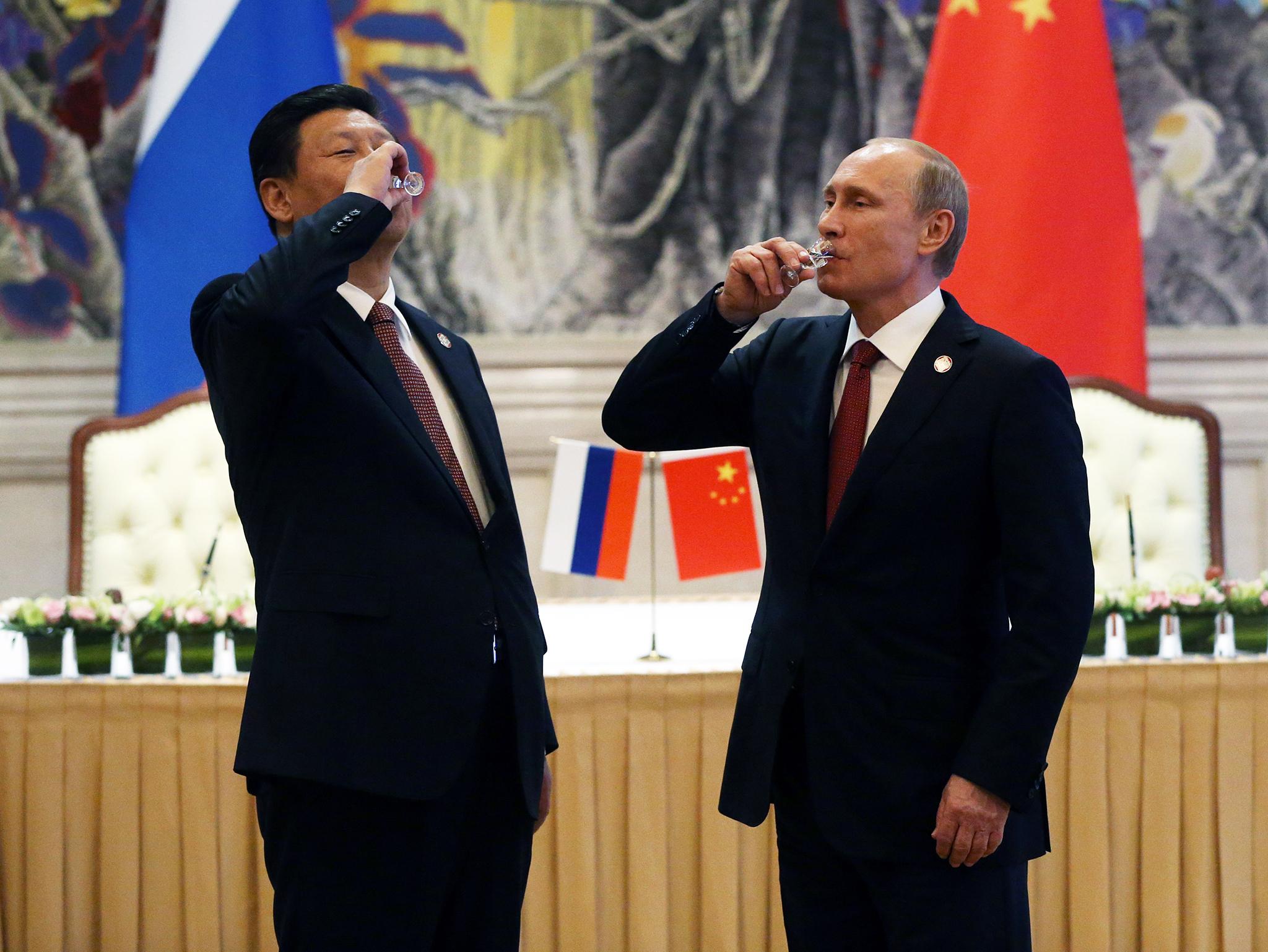 Diplomacia   Presidente Russo visita Pequim para reforçar laços