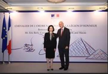 Distinção | Empresária Pansy Ho recebe a mais alta condecoração francesa