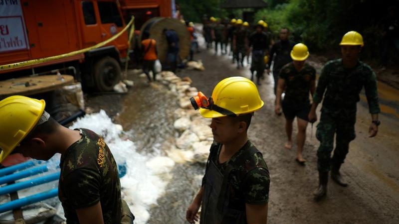 Tailândia | Resgatadas oito das doze crianças presas em gruta