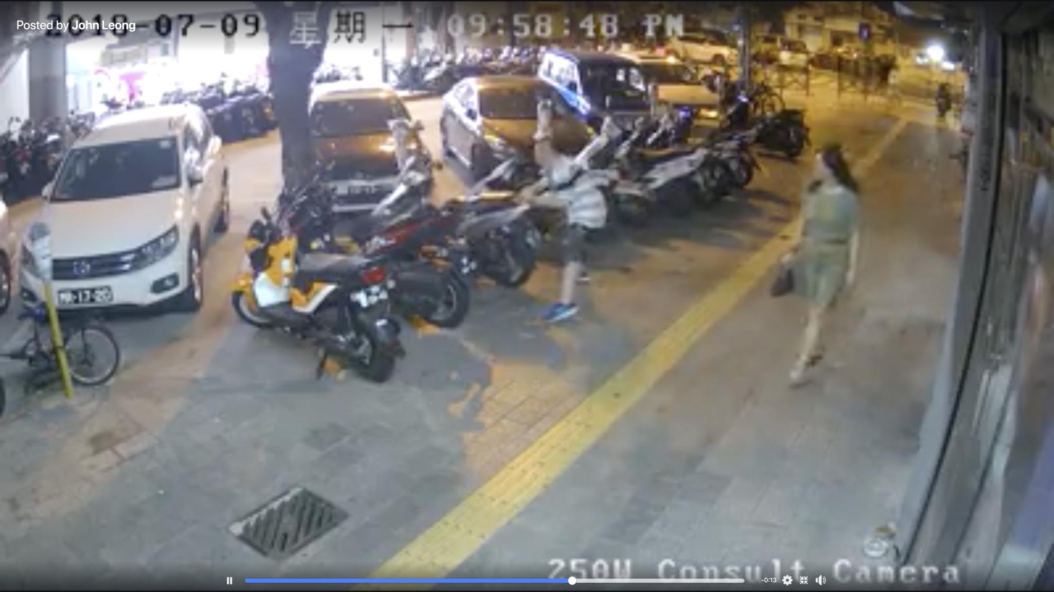 Homem danifica seis motas estacionadas ilegalmente e entrega-se à polícia