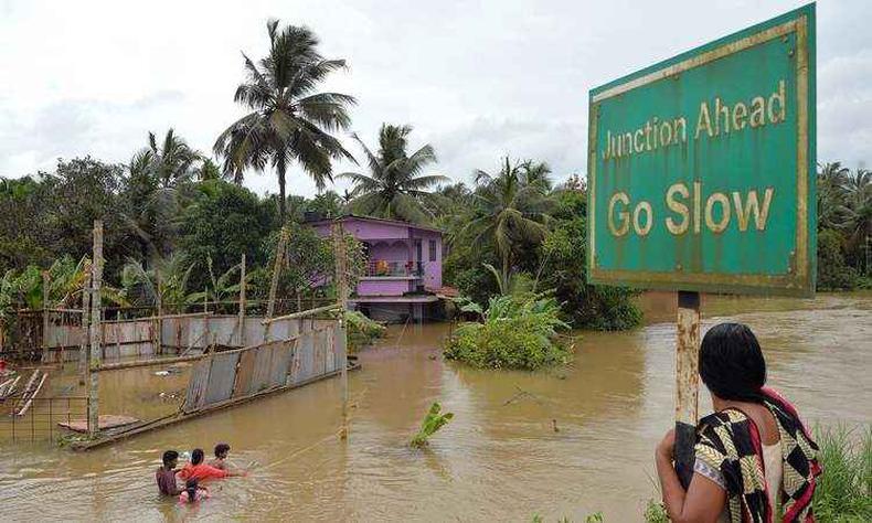Índia | Pelo menos 357 mortos após inundações em Kerala