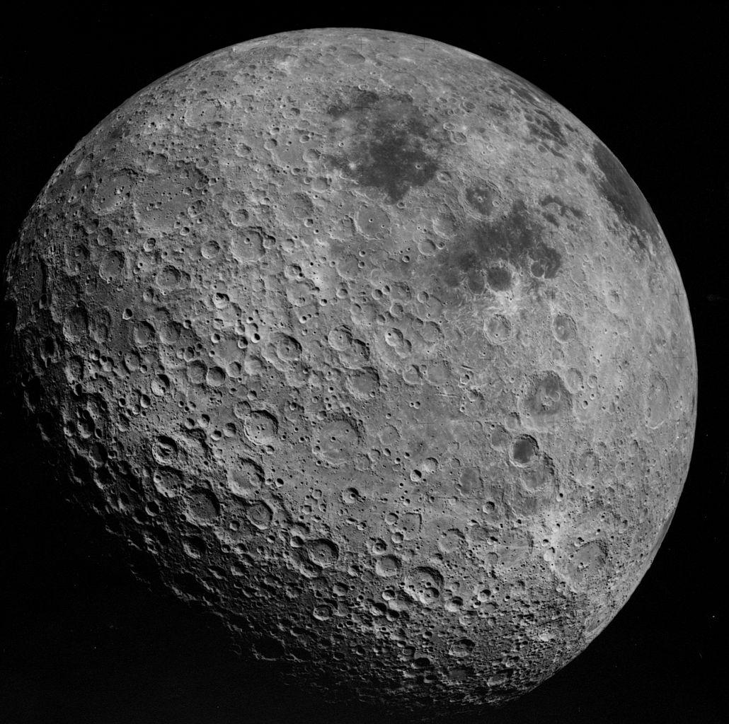 China lança nave espacial para aterrar no lado oculto da Lua