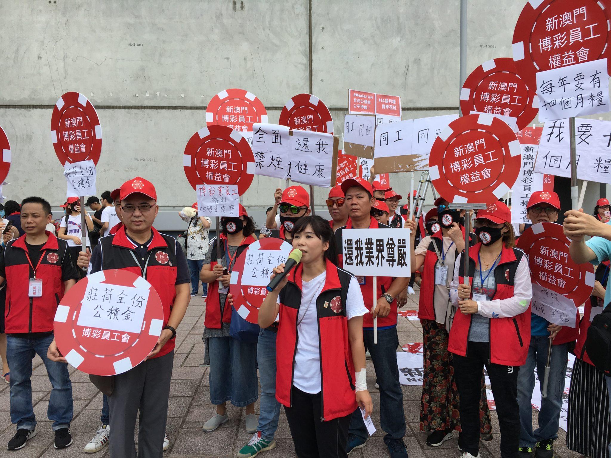 Melco Crown | Protesto pelo 14º mês de salário juntou deputados e mais de mil pessoas