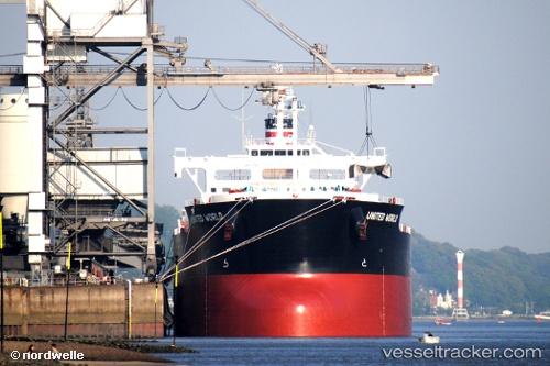 Comércio   Navio com 70.000 toneladas de soja atraca após um mês de espera
