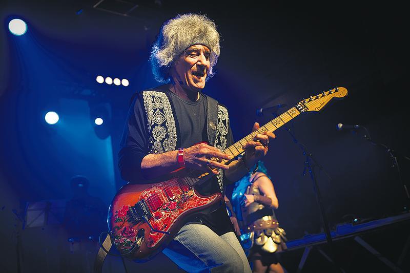 Óbito | Morreu guitarrista Phil Mendrix aos 70 anos
