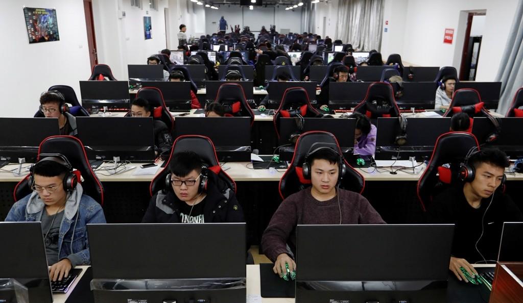 "Tecnologia | China vai limitar número de videojogos para ""evitar miopia"""