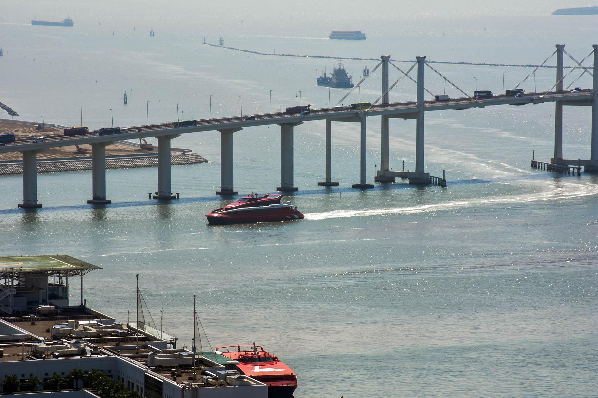 Transportes | Cancelamento de ferries do Aeroporto de Hong Kong gera queixas