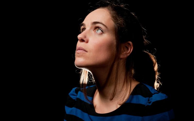 Joana Espadinha em busca da canção pop para um álbum que sai na sexta-feira
