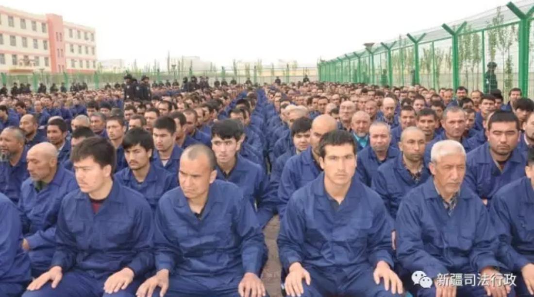 """Pequim diz que campos de reeducação em Xinjiang servem para """"treinos vocacionais"""""""