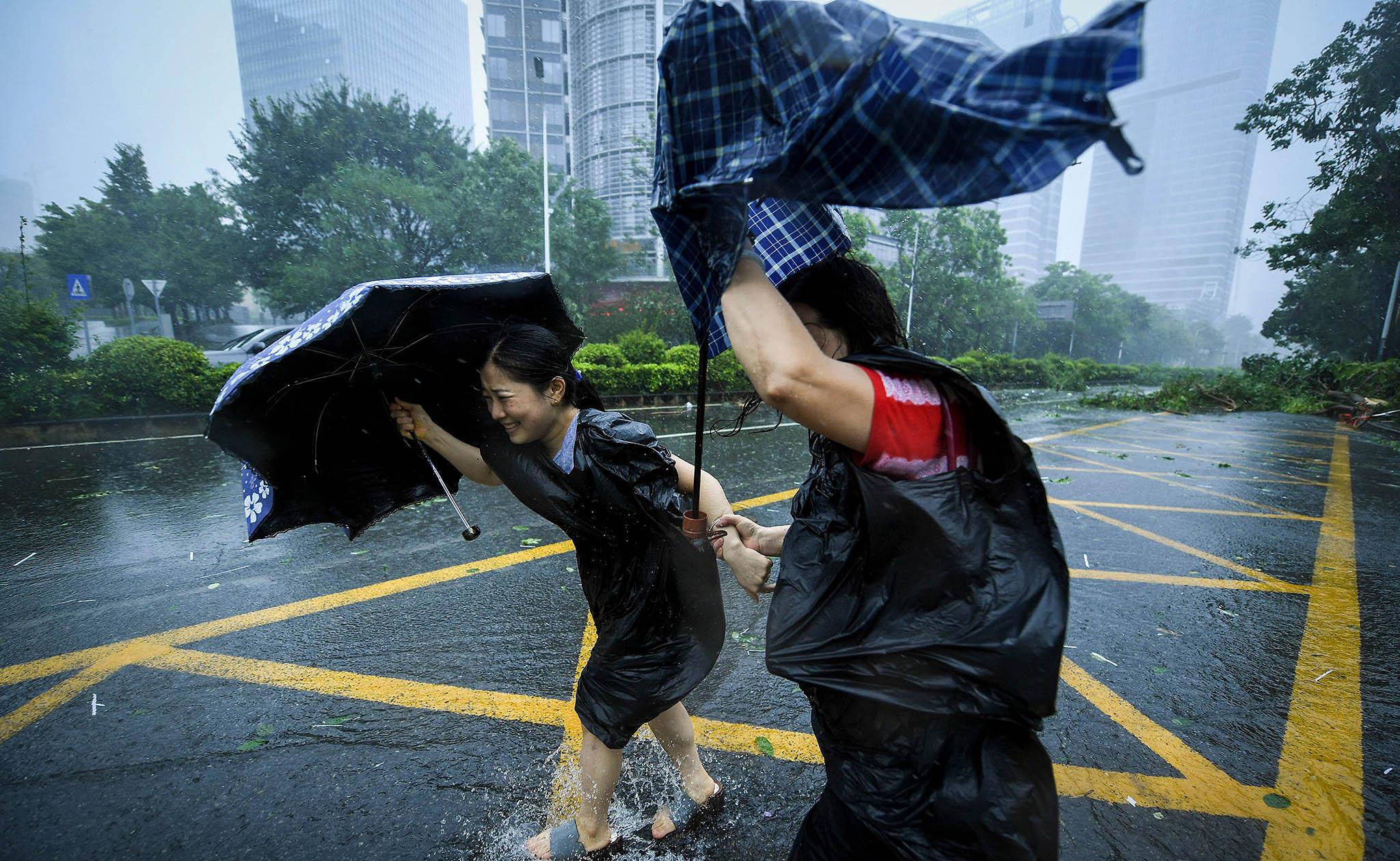 Mangkhut causa quatro mortos na China e caos em Hong Kong