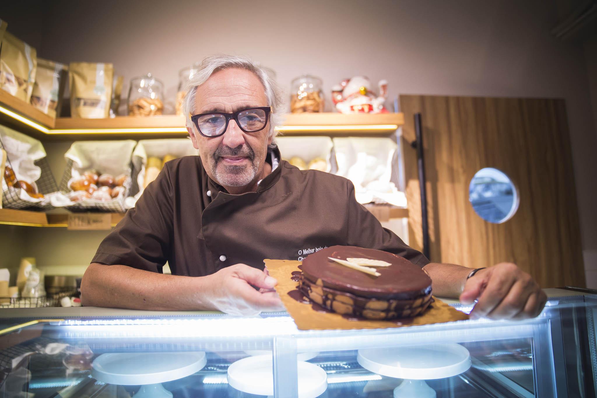 """Entrevista   Carlos Braz Lopes, criador de """"O Melhor Bolo de Chocolate do Mundo"""""""