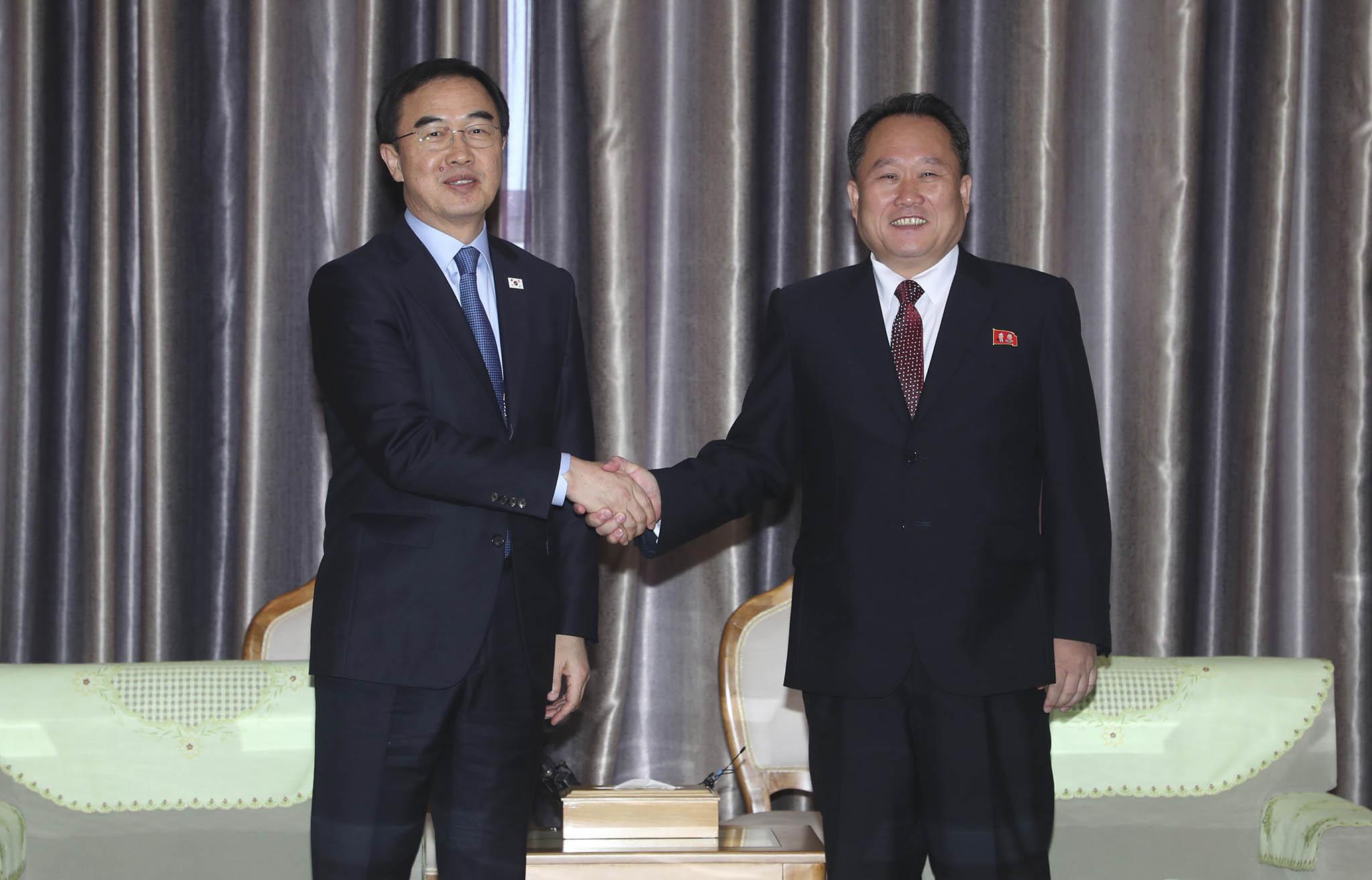 Representantes da Coreia do Sul visitam Pyongyang