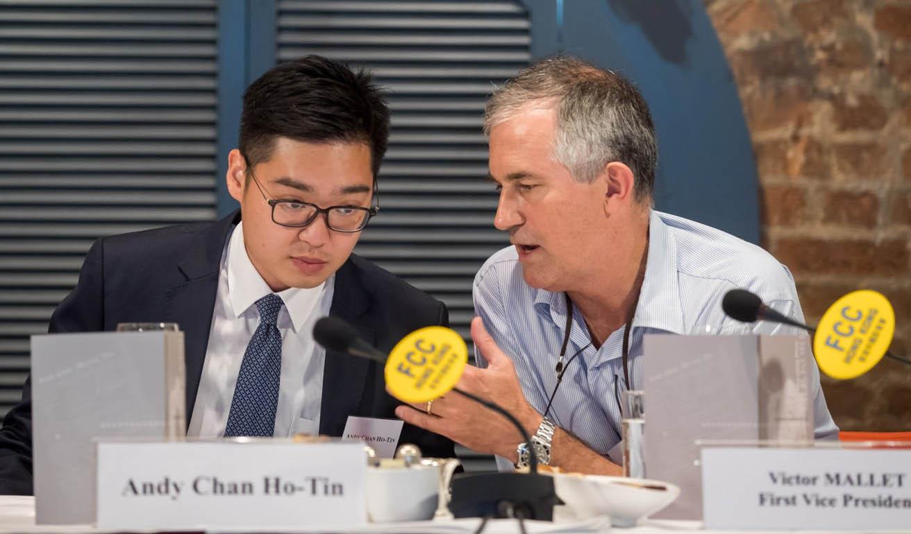 Imprensa   Hong Kong à defesa por recusar renovar visto a jornalista