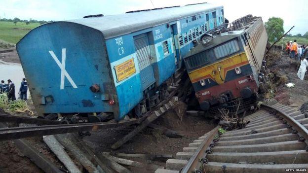 Índia   Pelo menos 60 mortos em atropelamento ferroviário