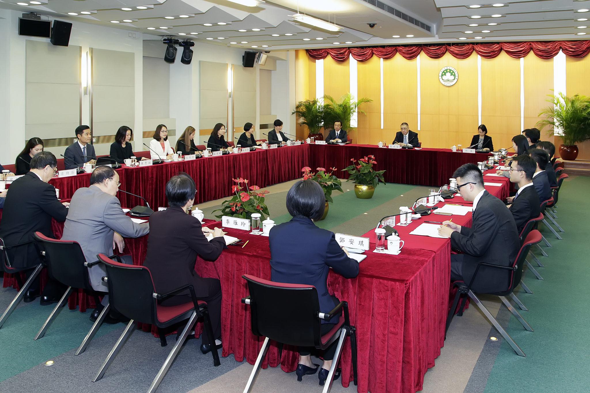 LAG | Chui Sai On com membros locais da Federação da Juventude da China