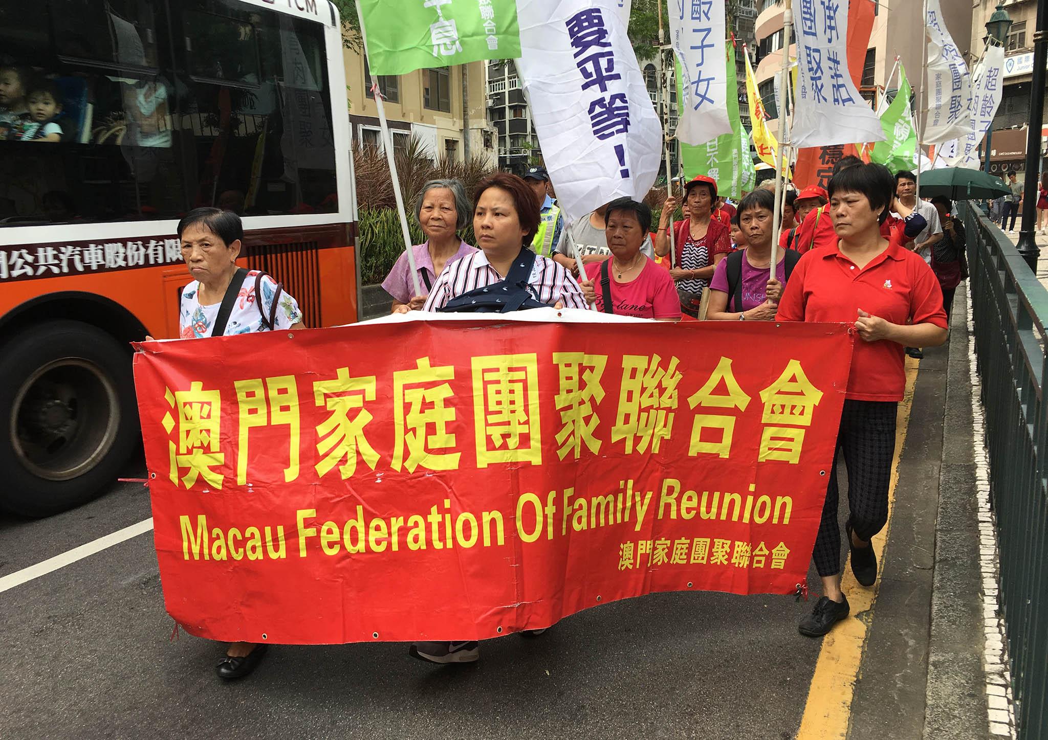 Protesto | Mais de cem nas ruas pela reunião familiar