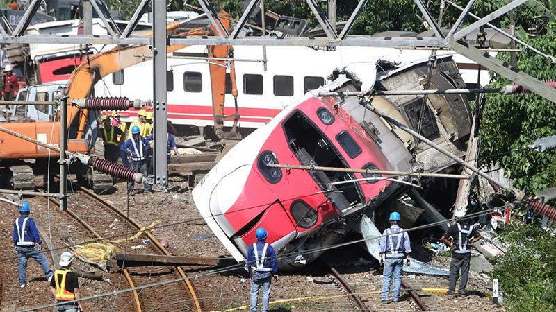 Taiwan   Descarrilamento de comboio causa 22 mortos