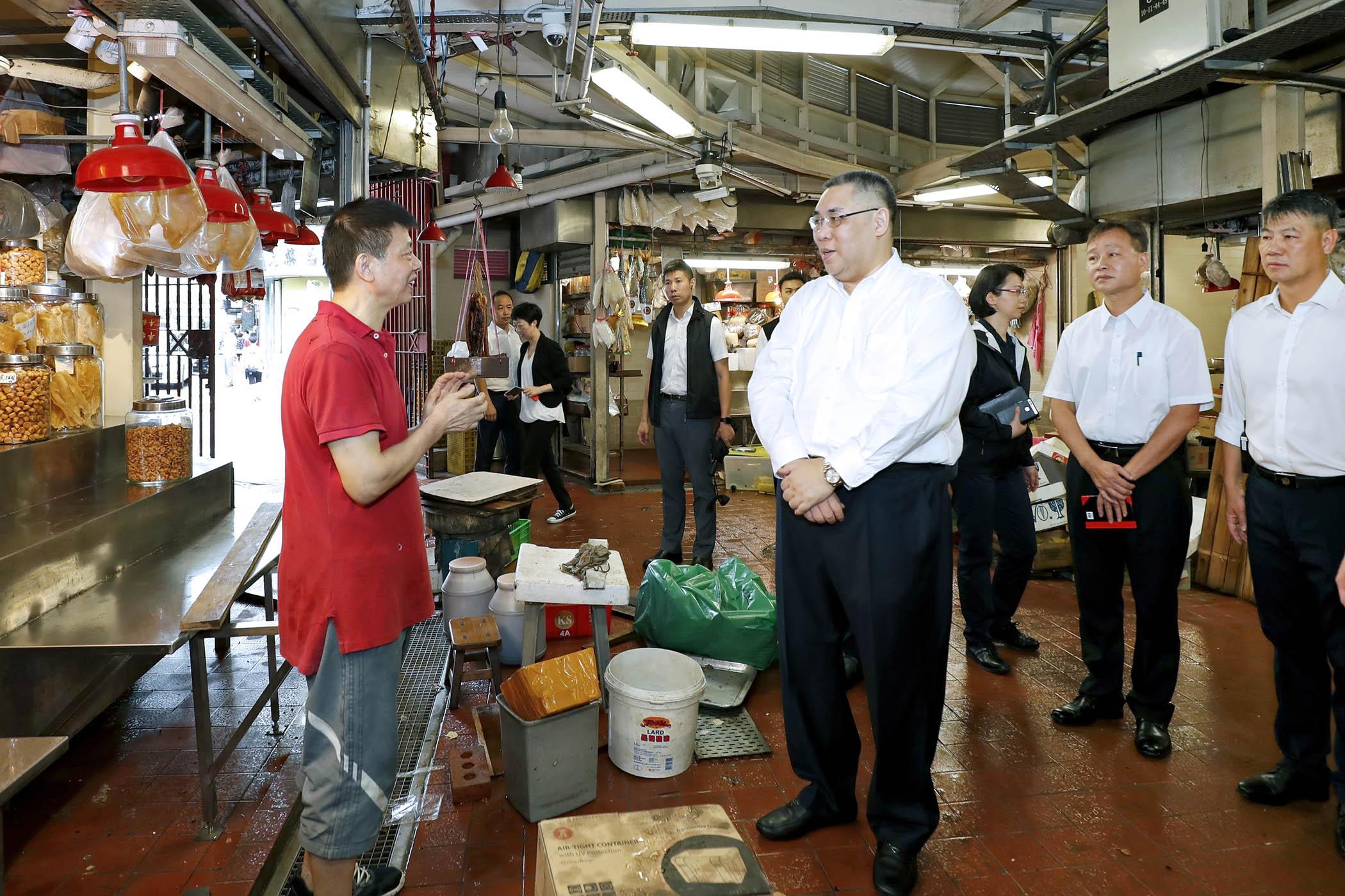 Pós-tufão | Chefe do Executivo visita zonas afectadas