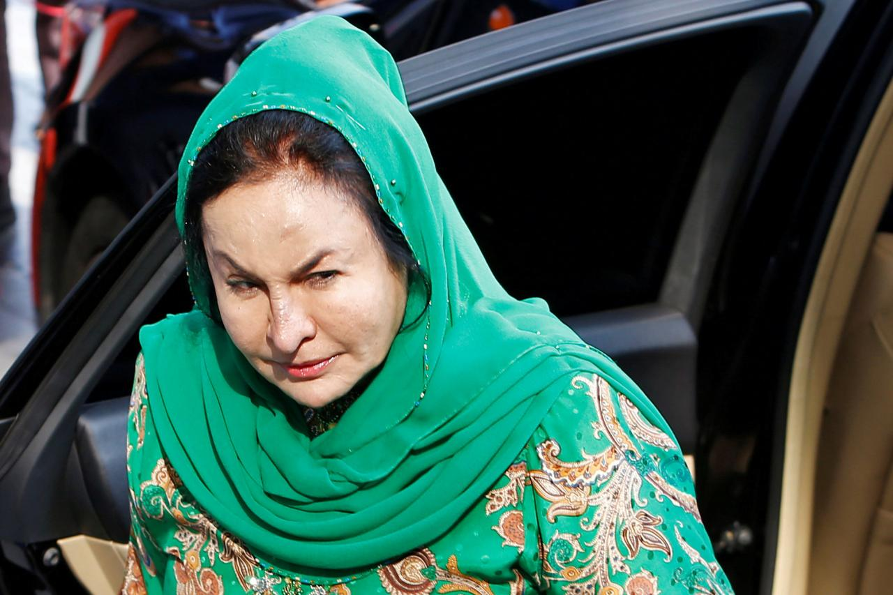 Mulher do ex-PM da Malásia detida em caso de corrupção