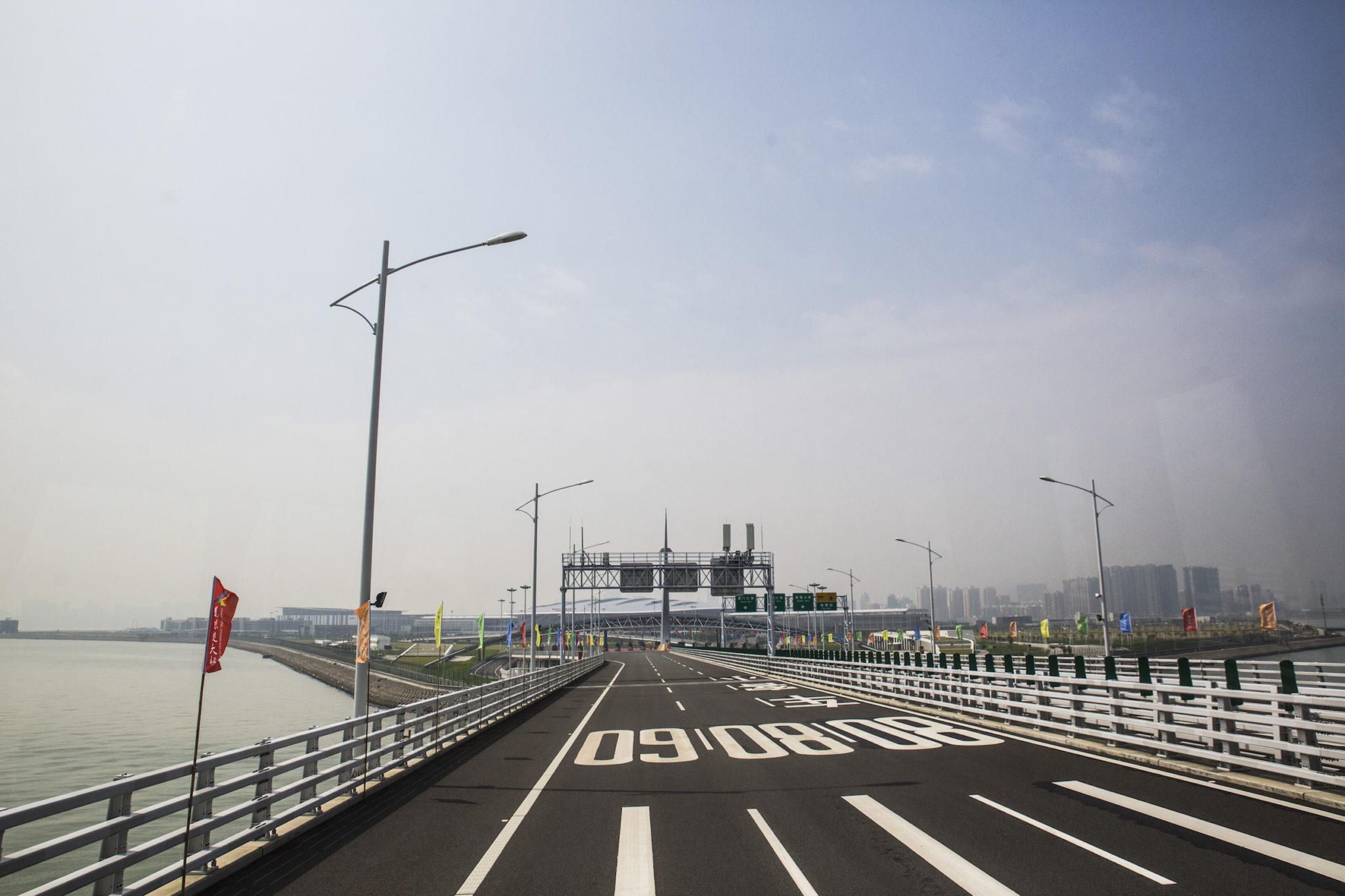 A primeira travessia da ponte Hong Kong-Zhuhai-Macau