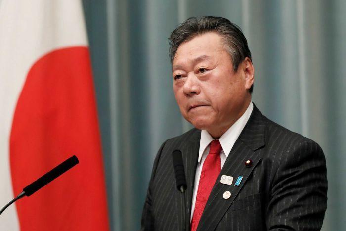 Responsável pela cibersegurança do Japão admite que não utiliza computador