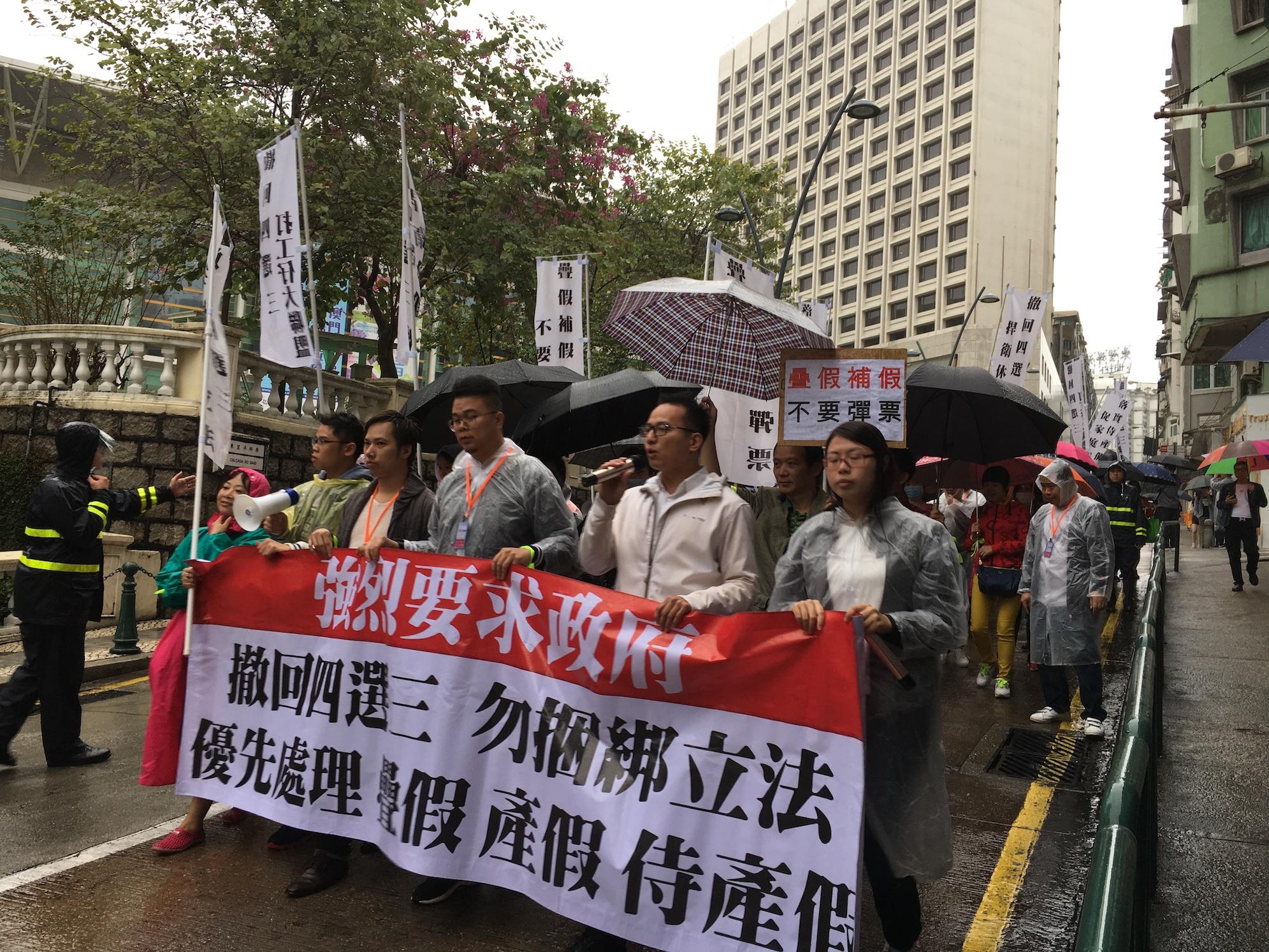 Manifestação   Cerca de 340 protestam contra selecção de feriados