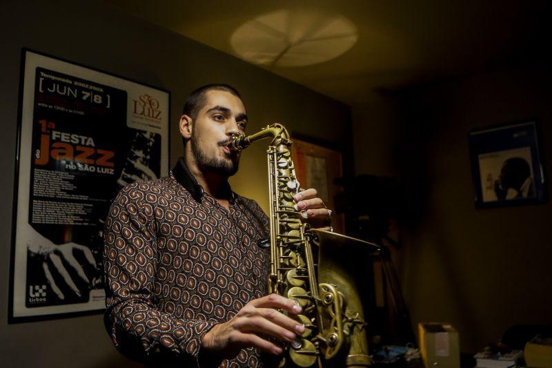 Disco de estreia do saxofonista Ricardo Toscano lançado hoje