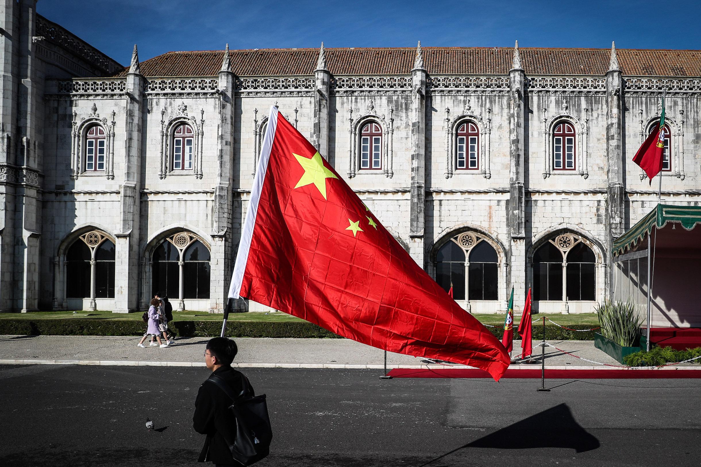 Aplausos à realização de cimeiras anuais entre China e Portugal