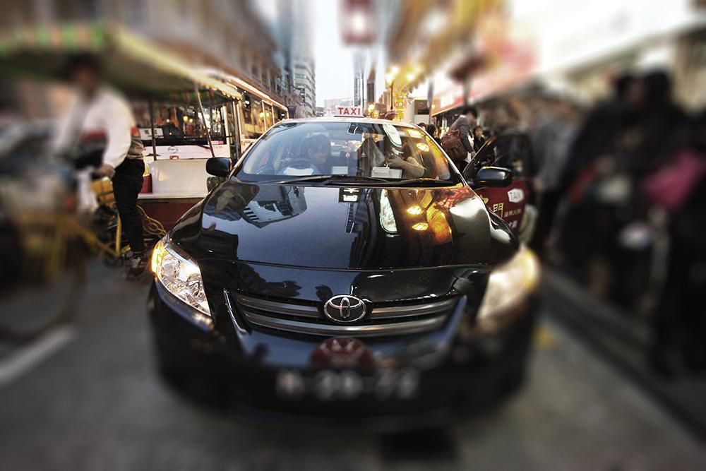 Rádio Táxi | Falta de carros exigidos por dia resulta em multa