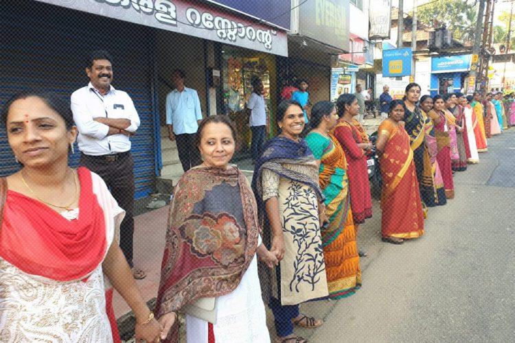 Índia   Kerala em greve contra a entrada de mulheres em templo