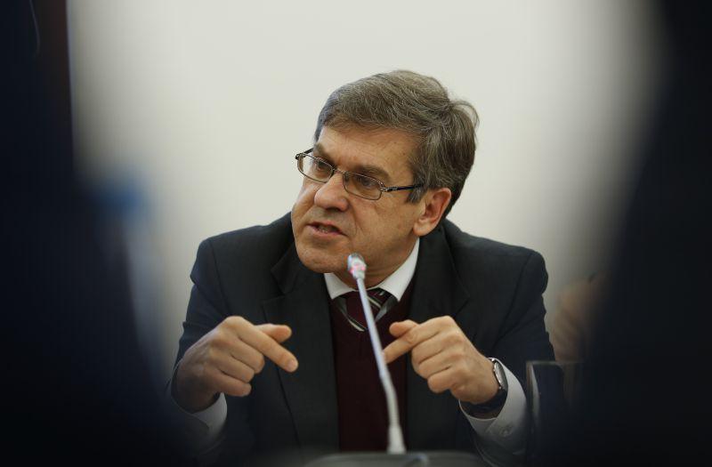 Vice-presidente da Assembleia da República portuguesa defende canal de televisão lusófono
