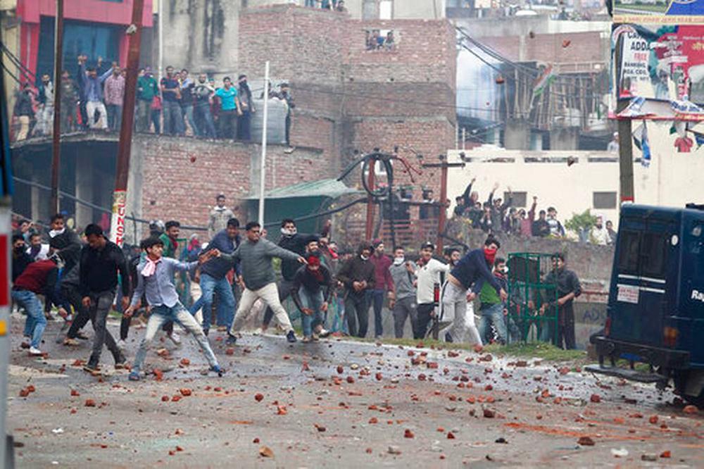 Líder separatista da Caxemira indiana morre. Índia corta internet na região