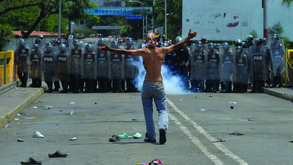 UE condena uso de violência na entrada de ajuda humanitária na Venezuela