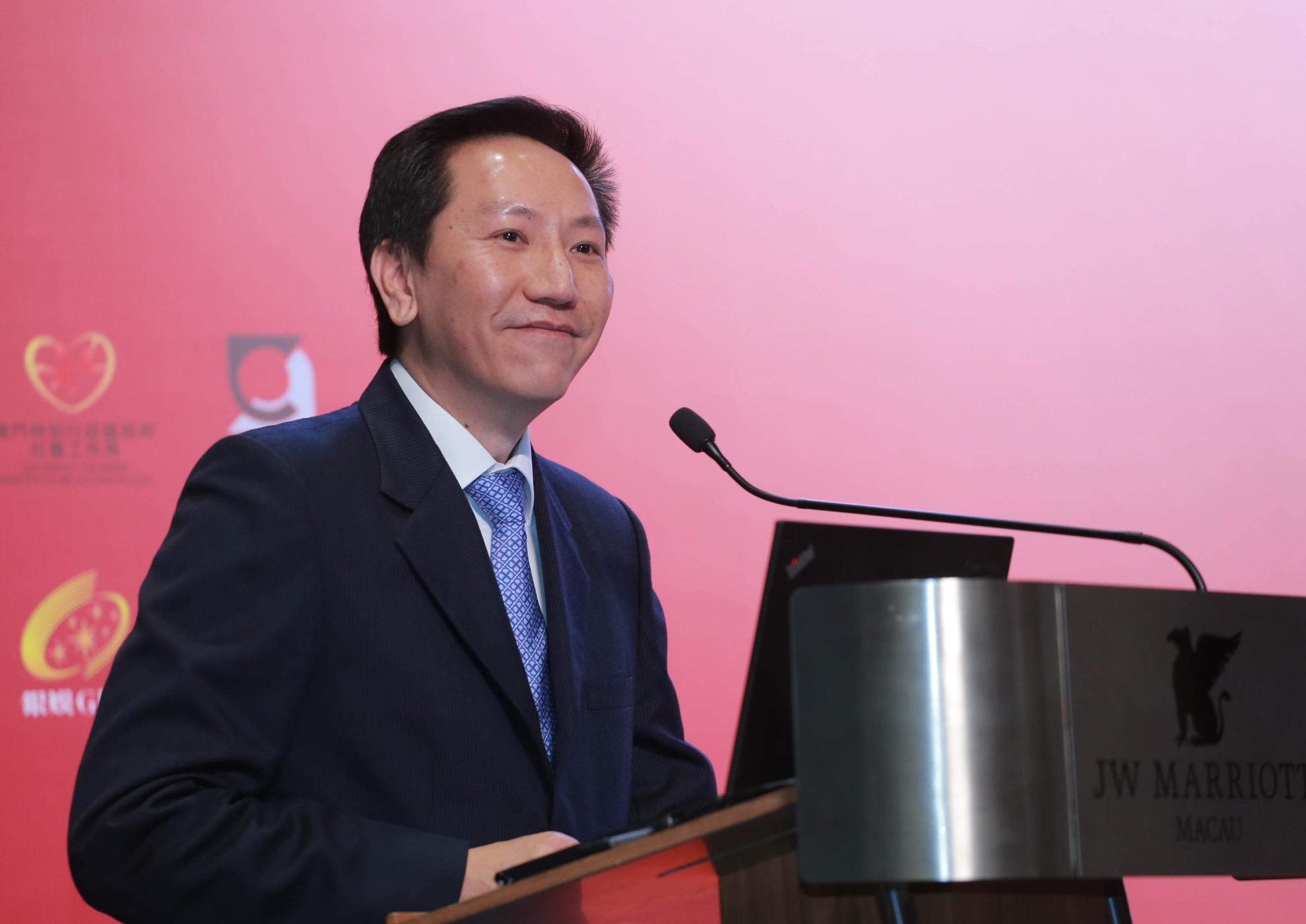 Davis Fong defende prolongamento de contratos de concessão de 2020 para 2022