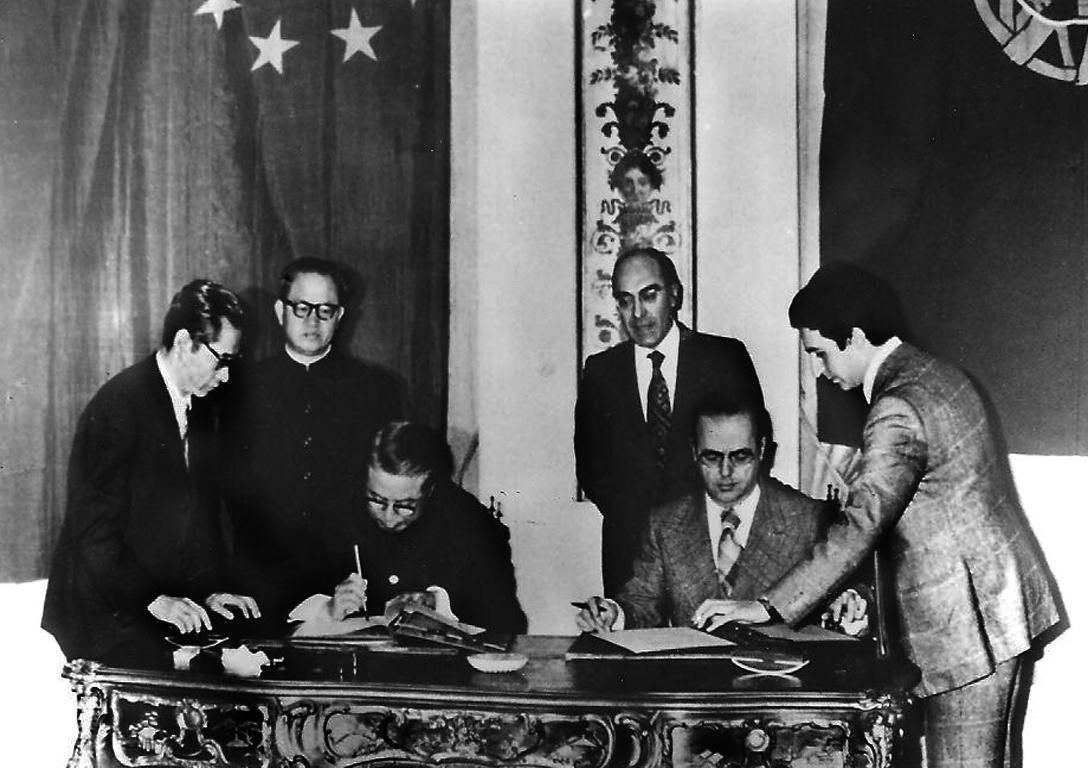 40 anos de relações diplomáticas | O 8 que juntou Portugal e China sob o signo da prosperidade…e da paciência