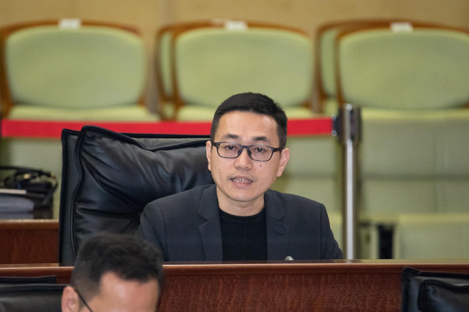 Lei Chan U quer quotas para locais na construção civil