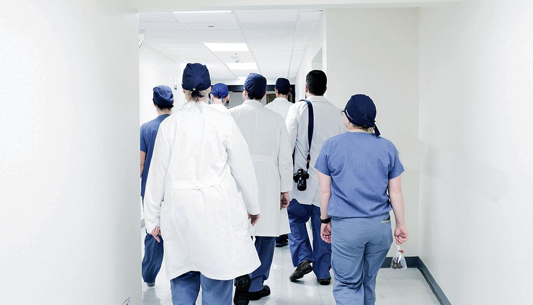 Saúde | Governo quer contratar entre 240 e 360 enfermeiros por ano