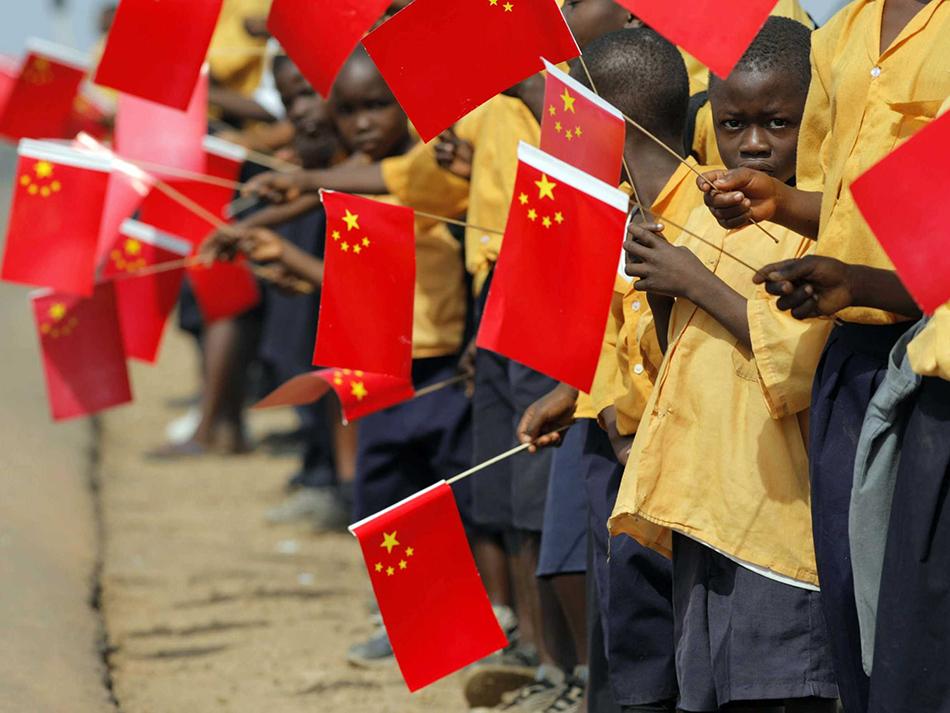 África | Analistas apontam fim da política chinesa de não-intervenção
